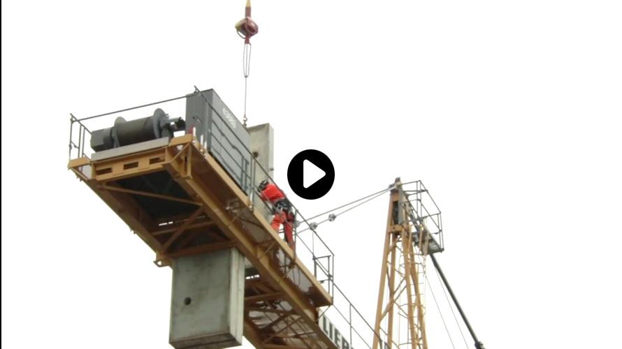 Levage aérien urbain montage grue à tour hélicoptère KAMOV / Montage pylone et contrepoids