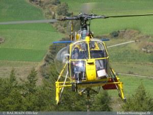 Hélicoptère LAMA SA 315B en levage de chage en Savoie