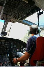 Thierry le pilote au commande du BELL 214